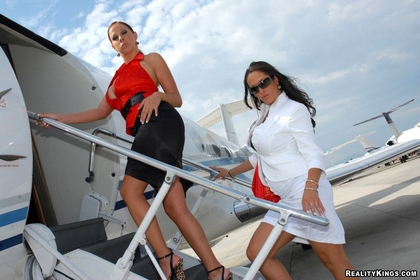 sexy chicks short skirts sexy private jet2