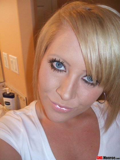 girl-next-door-monroe-sexy-self-photos5.jpg