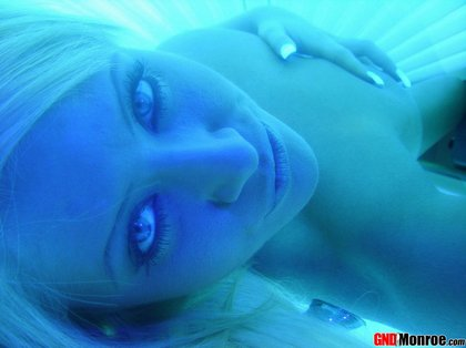 girl-next-door-monroe-tanning-bed1.jpg