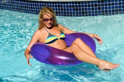 samantha ryan stunning bikini babe1