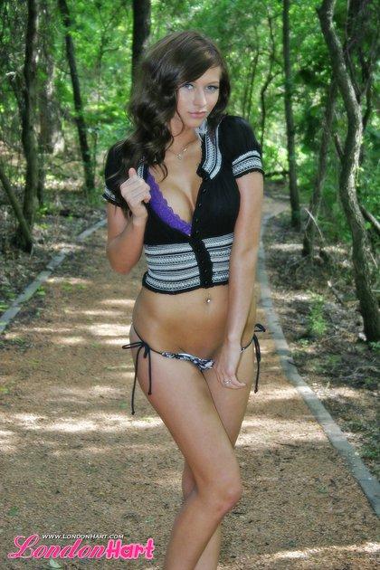 london hart stripping outside public nudity3