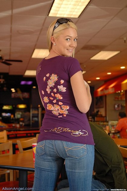 alison angel candid photos tight jeans1