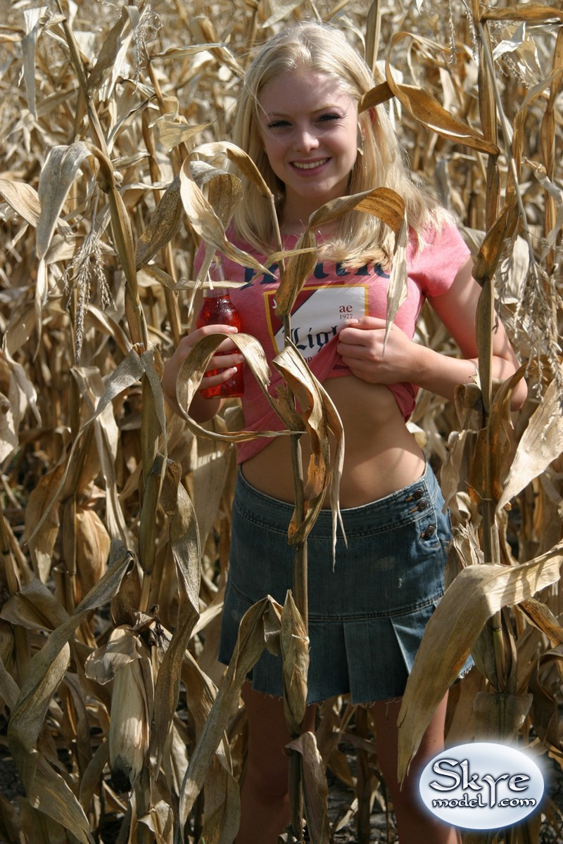 skye model country girl corn field1 White Women Pussy.