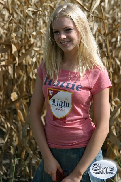 skye_model_country_girl_corn_field2.jpg