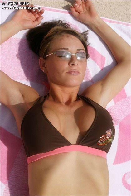 taylor-little-bikini-big-boobs