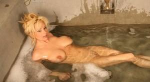 busty-rachel-bubble-bath