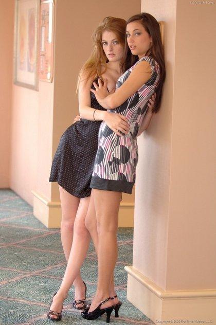 faye-regan-lesbian-kiss2