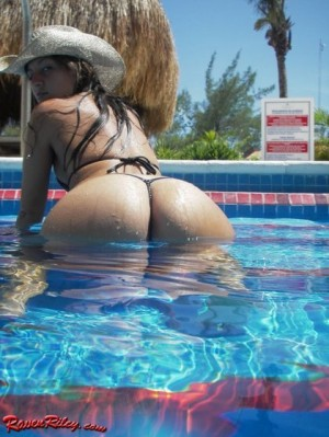 raven_riley_pool_fun2-1