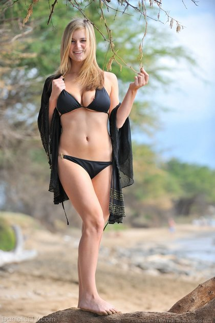 ftv bikini babe