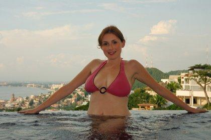 elli big breasted red head outside bikini Hot ex girlfriends sex photos free xxx