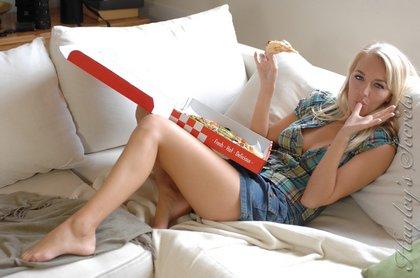 haileys_secret_eats_pizza_half-naked1-1.jpg