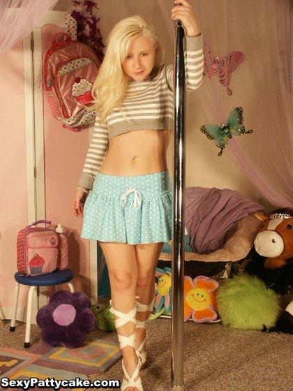 sexypattycake stripper pole1