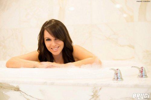 bryci sexy bath 3