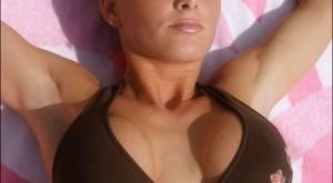 taylor-little-bikini-big-boobs-1