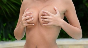 sophia_winters_playing_with_her_titties-1