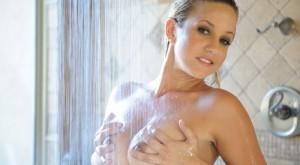 lia19_masturbating_in_shower_1