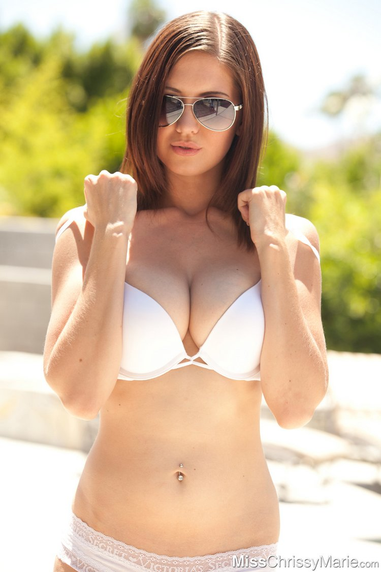 chrissy marie boobs cleavage sunglasses