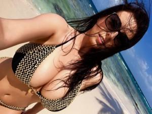 ewa_sonnet_big_boobs_bikini_cleavage.jpg