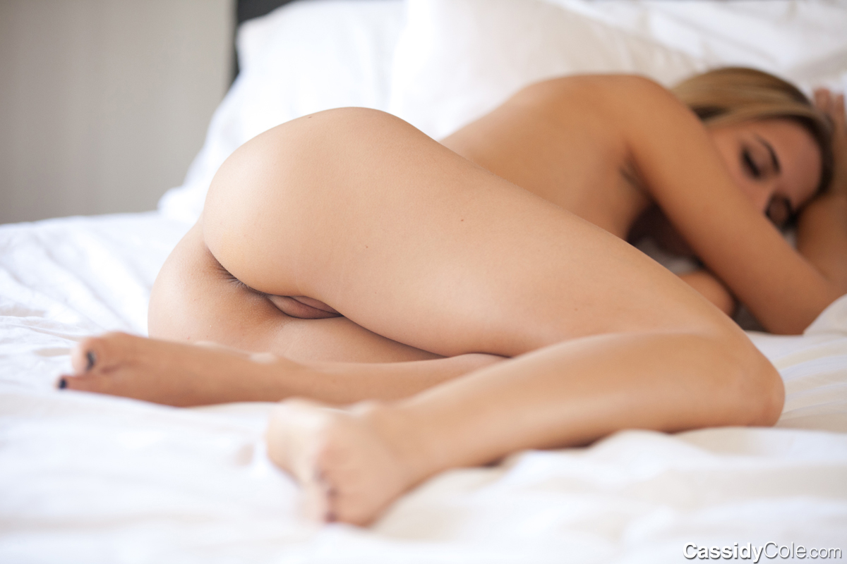 cassidy_cole_sleeping_naked_2
